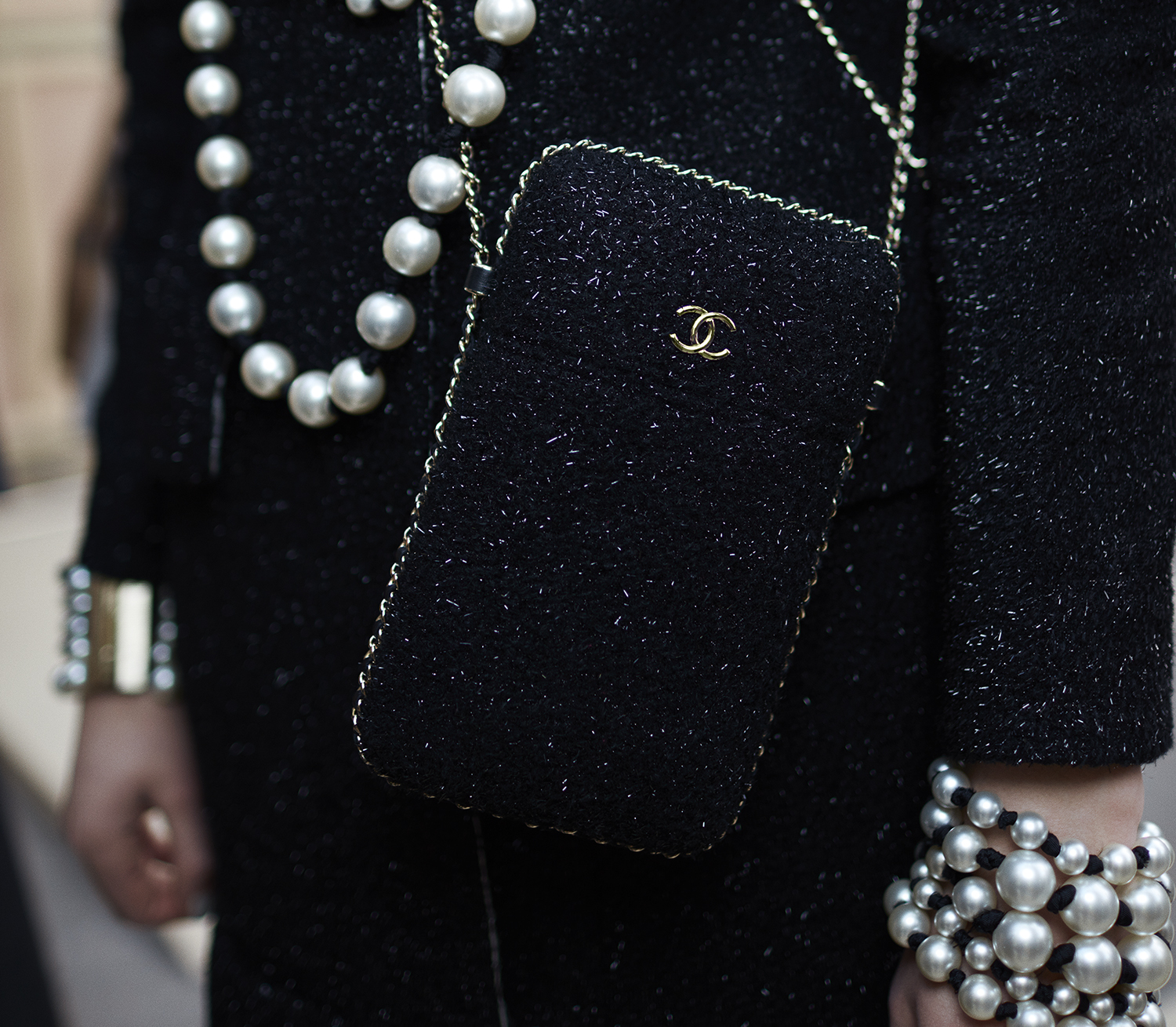 12_backstage-close-up-accessories-by-stcphane-gallois_ld