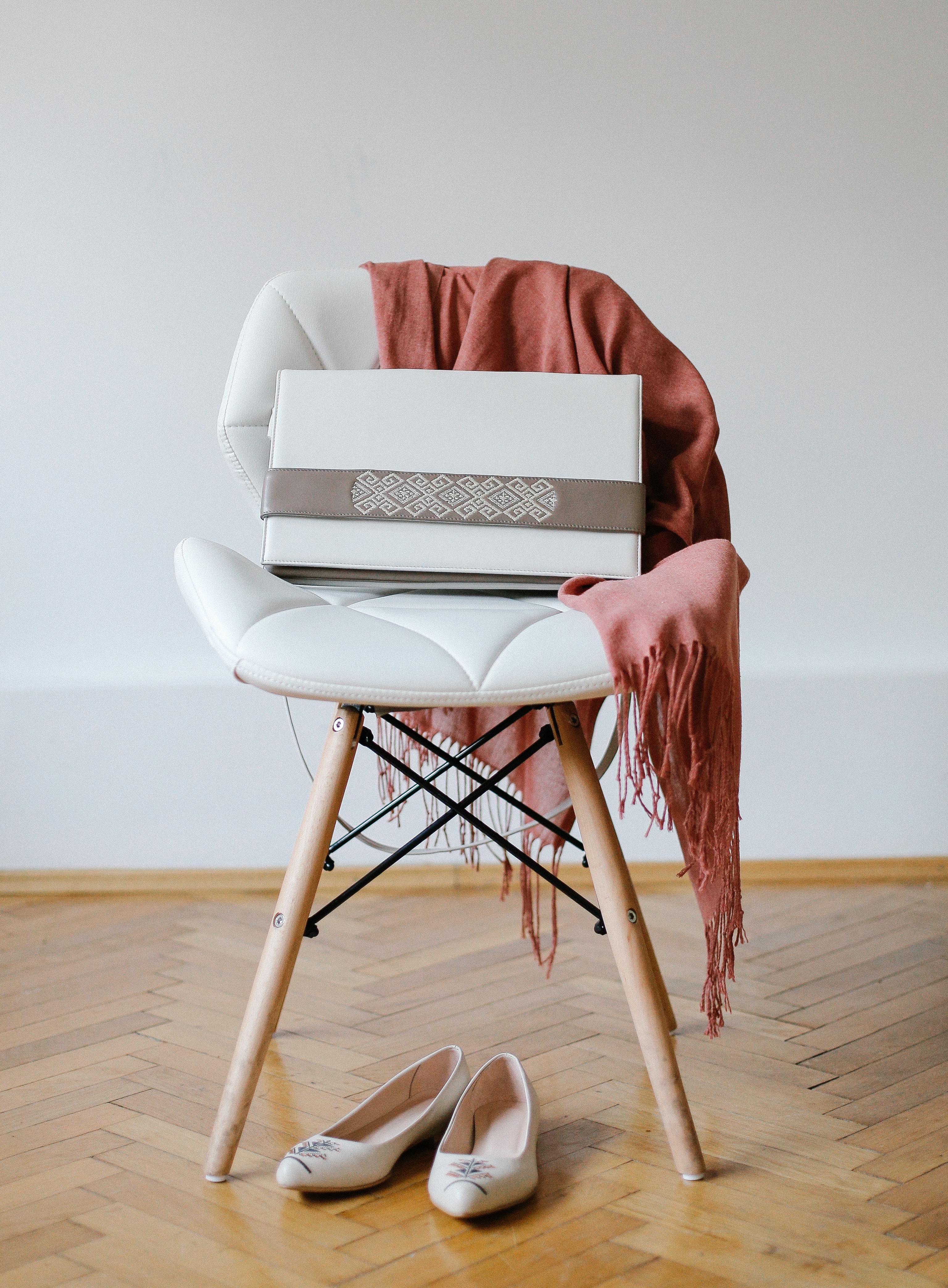 genata-scaun-esarfa