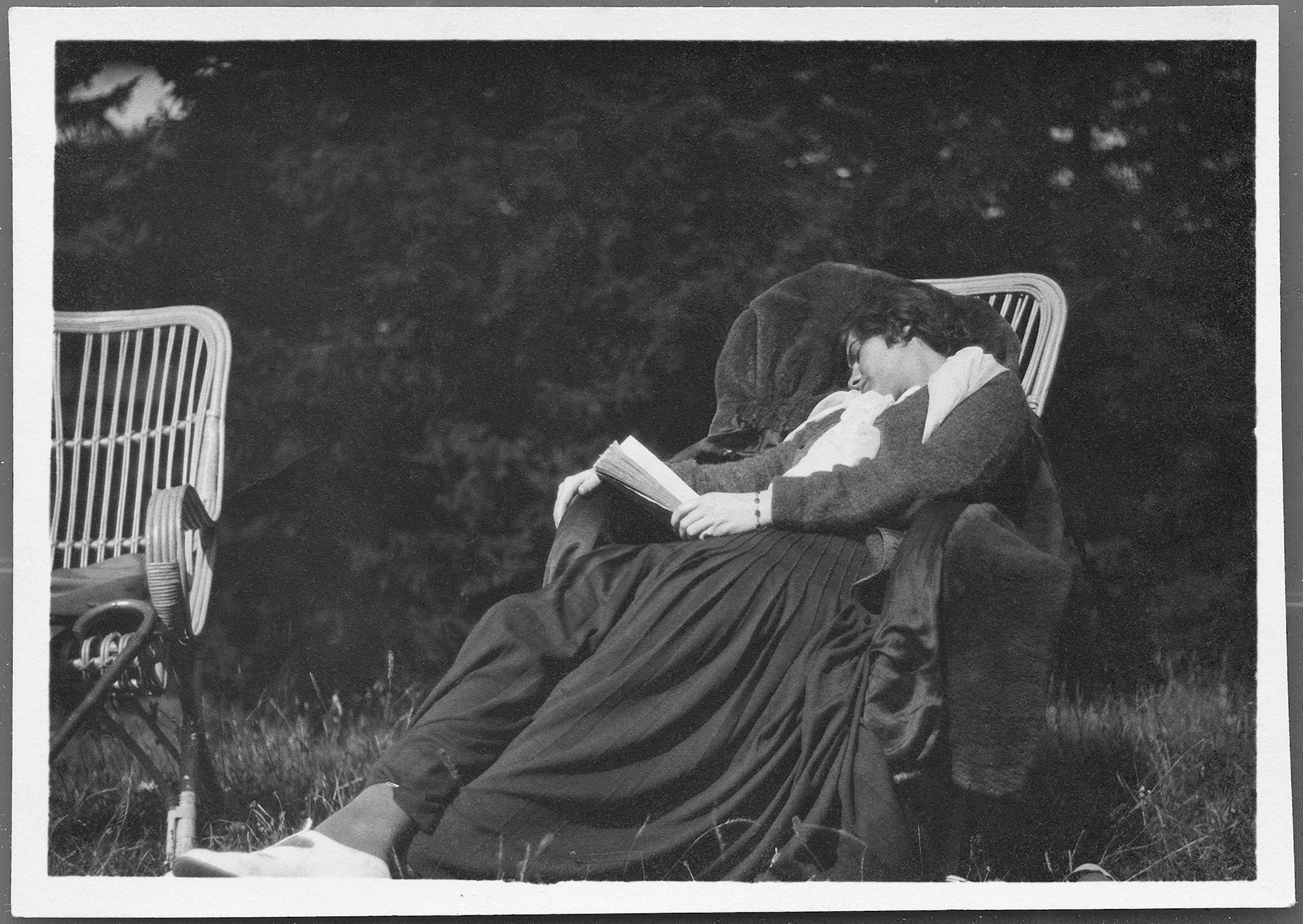 cc_venice_anonymous_gabrielle-chanel-asleep-with-a-book-in-her-hand